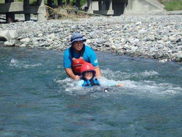 川で安全に流れてみる